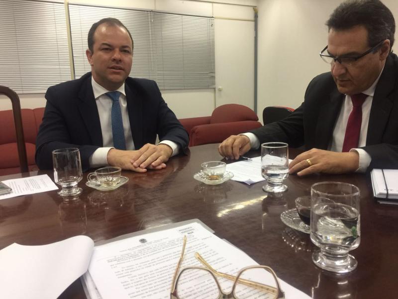 Presidente do CAT recebe diretoria da Comissão de Direito Tributário da OAB Goiás