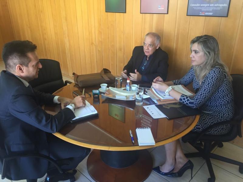 Em encontro com Sindepol, OAB-GO debate política de segurança pública em Goiás.