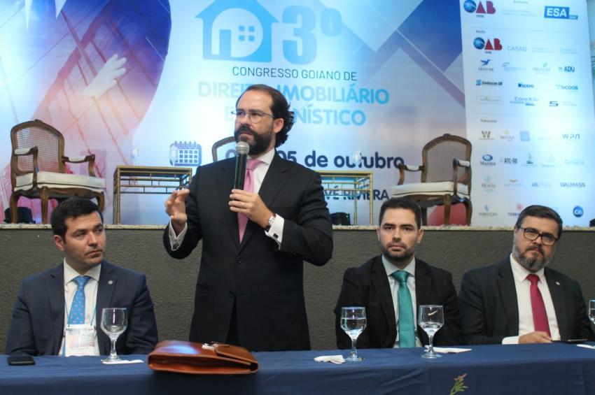 Em Caldas Novas, Lúcio Flávio destaca relevância nacional do 3º Congresso de Direito Imobiliário