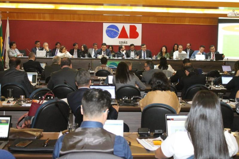 Por unanimidade, Conselho Pleno da OAB-GO rejeita turno único no Judiciário
