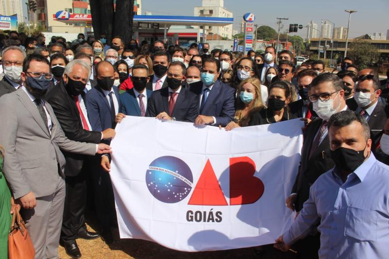 OAB-GO reúne representantes de 13 seccionais e centena de advogados em desagravo público em favor de Orcélio Ferreira Silvério Júnior